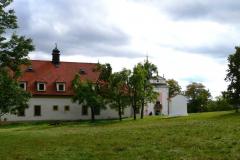 Skalka-areal-klaster-kostelik